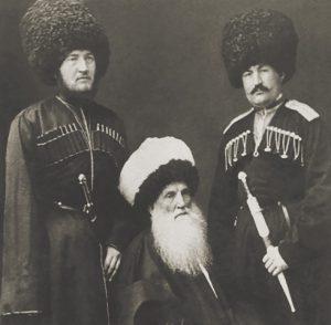 Имам Шамиль с сыновьями Гази-Магомедом (слева) и Магомедом-Шапи. Киев, 1869 г.